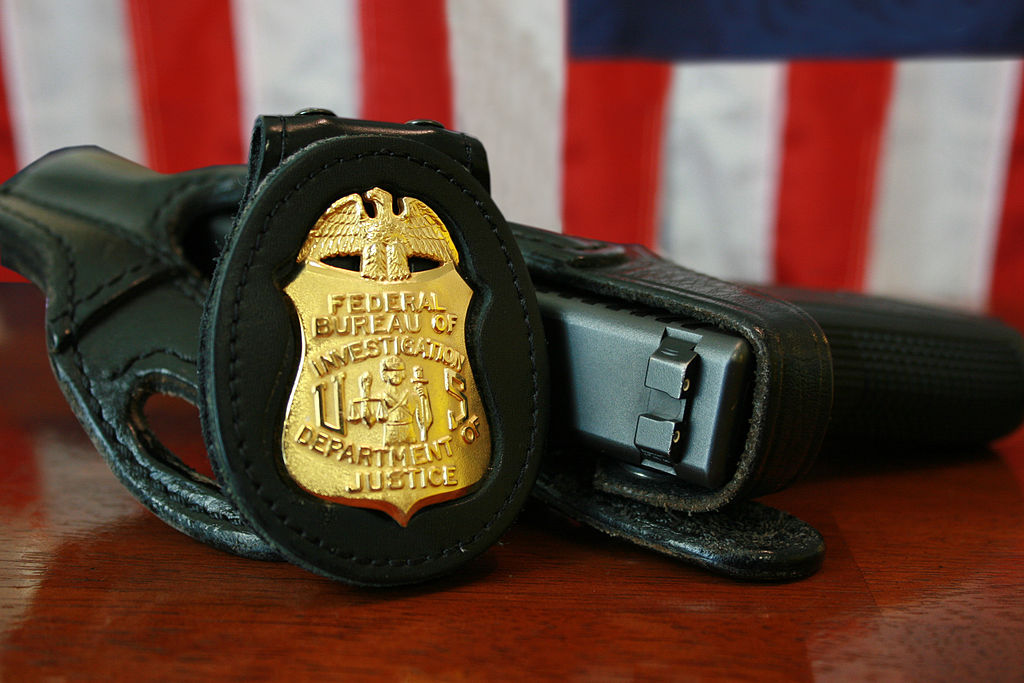 1024px-FBI_Badge_&_gun